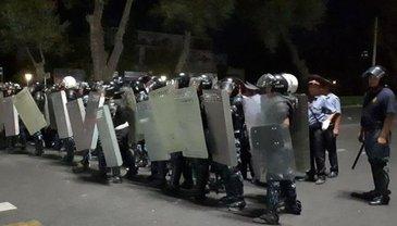Акцию протеста в Бишкеке жестко разогнали - фото 1