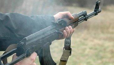 В Умани неизвестные дерзко обстреляли машину работников местного ВУЗа - фото 1