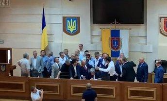 Депутаты облсовета Одессы устроили драку  - фото 1