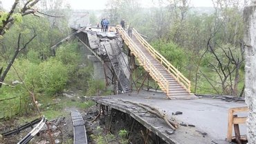 Русские не разминировали территорию у моста в Станице Луганской - фото 1