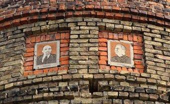 Депутаты решили оставить портреты Ленина и Сталина - фото 1
