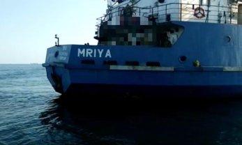 Спецназовцы доставили танкер в порт Херсона - фото 1