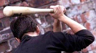 Пьяный полицейский отлупил подростка битой в Полтаве. Что известно?  - фото 1