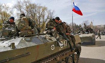 В Золотом запестрели русские флаги. Что творится?  - фото 1