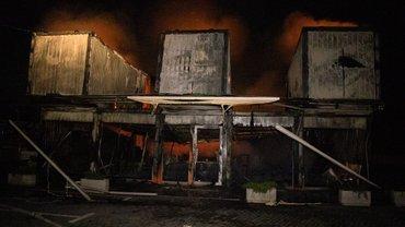 В Киеве поджигатели уничтожили три магазина и ТРЦ - фото 1