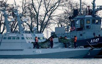 Поснимали унитазы и плафоны: Русские разграбили  украинские корабли - фото 1