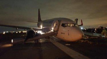 """""""Боинг"""" Турецких авиалиний остался без переднего шасси во время приземления в Одессе - фото 1"""