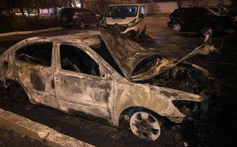 Octavia главы Одесской таможни сгорела дотла - фото 1