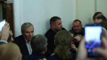 """Бывшие нардепы устроили """"Мортал комбат"""" со """"слугой народа"""" прямо в Раде - фото 1"""