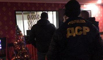 Сегодня ночью полицейские устроили массовые чистки в салонах с игровыми автоматами - фото 1