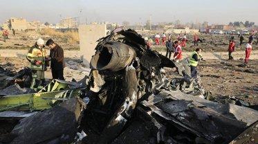 Иранцы сгребали обломки лайнера бульдозером, изымая те, где были следы от поражения ракетами - фото 1