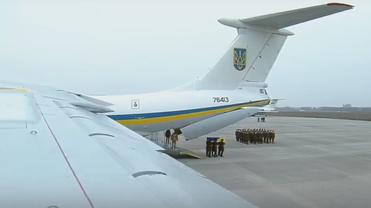 В Украину привезли останки тел украинцев, погибших под Тегераном - фото 1
