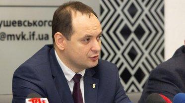 Руслан Марцинкив отметил благодарностью маникюрщицу - фото 1