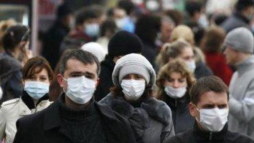 Пандемия началась?: В Украине не хватает хирургических масок - фото 1