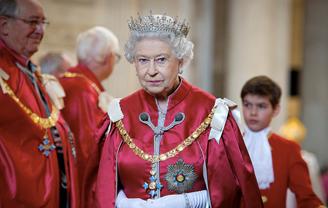 На королеву Великобритании в 2020 году обрушилось много испытаний - фото 1