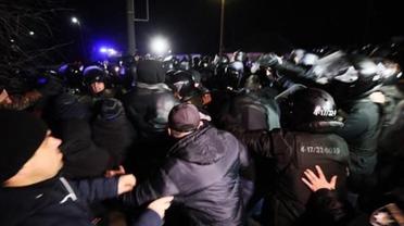 """В полиции признали, что большинство агрессивных """"санжарцев"""" были приезжими титушками - фото 1"""