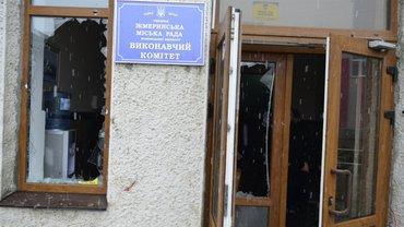 В горсовете Жмеринки произошли стычки нацдружин с полицией - фото 1