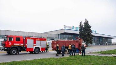 Аэропорт Днепра могут открыть в 18:00 после почти суточного простоя - фото 1