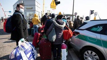 Украинцы штурмуют границу - фото 1