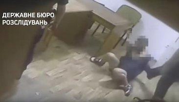 Менты избивали задержанных прямо перед камерами - фото 1