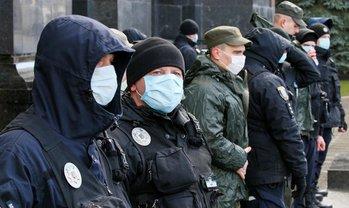 Полицейские возложили контроль над количеством прихожан на попов - фото 1