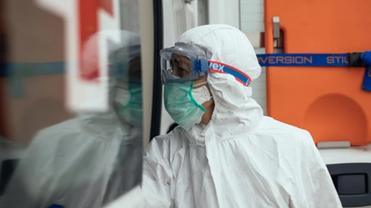 В Украине официально заболели коронавирусом 2203 человека - фото 1