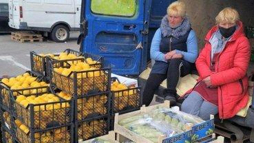 Продавцов на рынках в Черновцах приходится загонять домой силой - фото 1