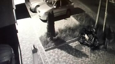 Привет из 90-х: обидчикам Ермака бросили гранату в машину и сожгли мотоцикл (ВИДЕО) - фото 1
