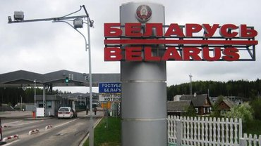 Украинцев будут выпускать в Беларусь только по загранпаспортам - фото 1