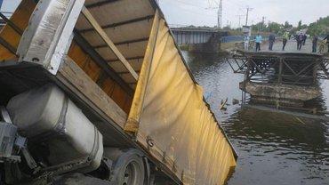 Зеленский пообещал хорошие дороги: В Никополе тут же обрушился мост – ФОТО - фото 1