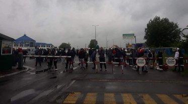 На границе с Венгрией возникли протесты - фото 1