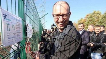 """Пограничник просят миллиарды на строительство """"стены Яценюка"""" - фото 1"""