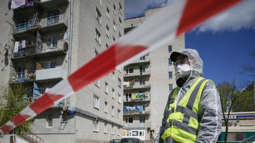 COVID-19 в Украине продолжает наступать, зараженных все больше – ФОТО - фото 1