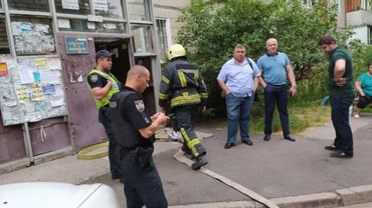 В столичной многоэтакже произошла утечка газа, жителей дома срочно эвакуировали - фото 1