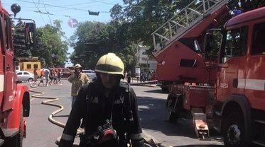 Пожар в Одессе  уничтожил несколько квартир - фото 1