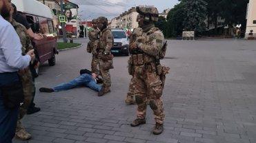В Луцке освободили всех заложников, террорист задержан  -  ФОТО, ВИДЕО - фото 1