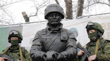 Оккупанты начали штрафовать крымчан за украинские паспорта - фото 1