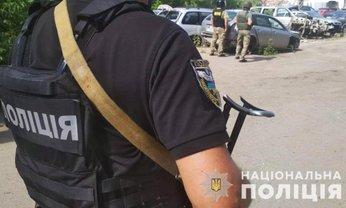 Полицейские проводят спецоперацию по вызволению заложника в Полтаве - фото 1