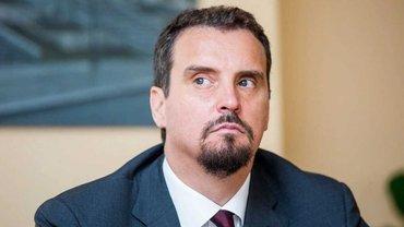 Абромавичус попросил Зеленского поднять зарплаты чиновникам - фото 1