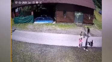Взрослый мужик избил маленькую девочку - фото 1