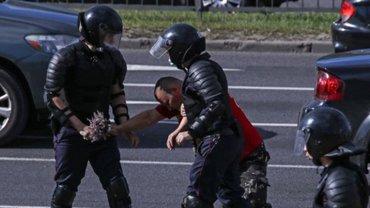 Протесты в Беларуси: МИД рассказал о пострадавших украинцах - фото 1