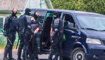 В Минске жестко задержали украинских волонтеров (ВИДЕО) - фото 1