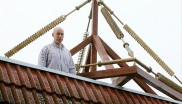 Дмитрий Гордон спасается пирамидкой Ю-Шинсе - фото 1