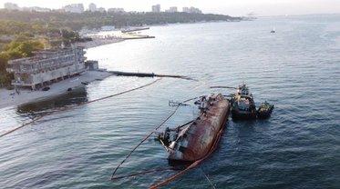 Из танкера Делфи снова течет дизель - фото 1