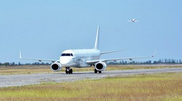 Украина арестовала 65 самолетов, которые летают в Крым - фото 1