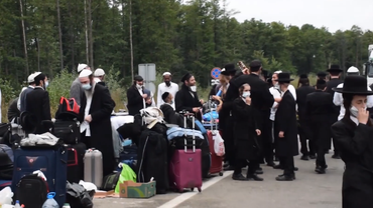 Хасиды ждут пока их пропустят в Украину - фото 1