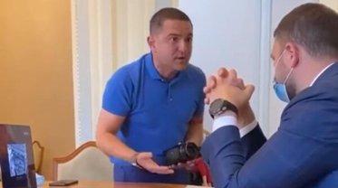 Куницкий пытается отстаивать интересы сомнительных бизнесменов - фото 1