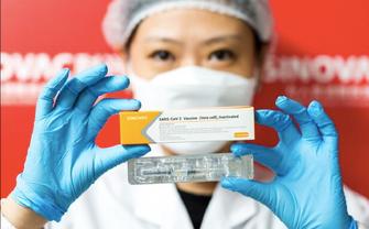 Китайська вакцина почала потрапляти в тіла українців - фото 1