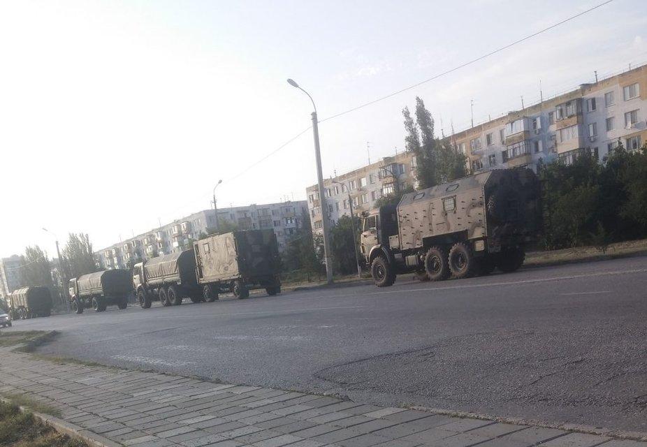 Милитаризация: Россия завезла в Крым колонны военной техники - фото 7745