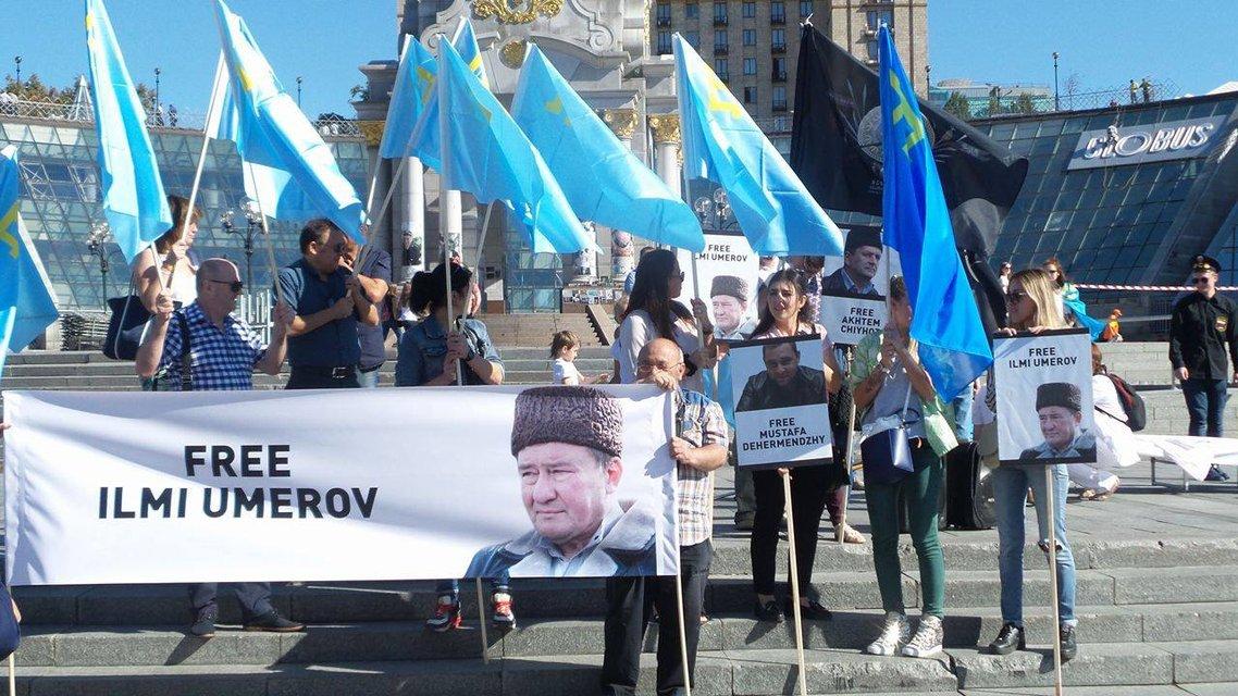 На Майдане прохоит акция в поддержку Ильми Умерова  - фото 10259